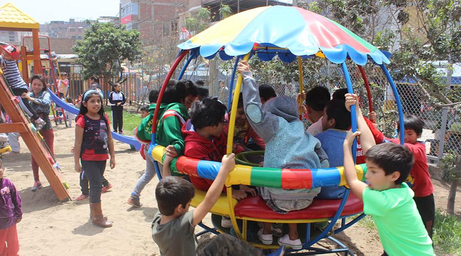 Kinder auf dem Spielplatz von Jayma Kunan e.V.