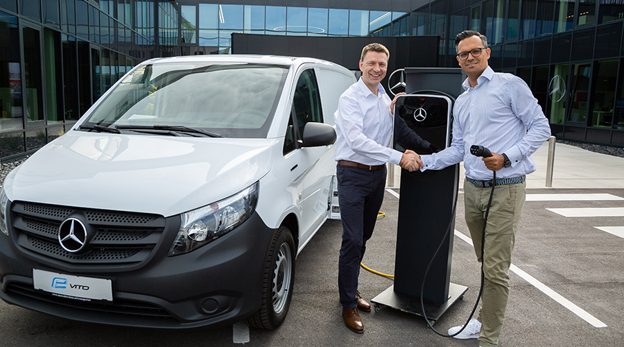 Markus Berben-Gasteiger, Managing Director Sales & Marketing Vans Austria and Daniel Heydenreich, Managing Director The Mobility House are pleased about their new cooperation