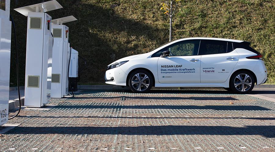 Nissan LEAF auf dem Gelände der Enervie Zentrale in Hagen