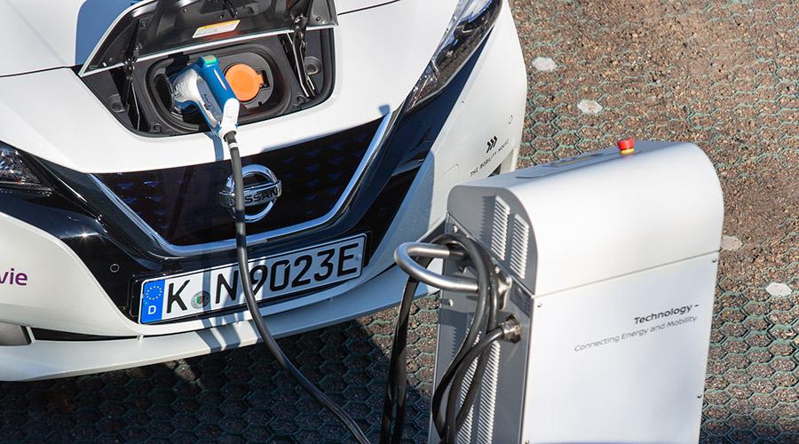Rückspeisender Nissan LEAF
