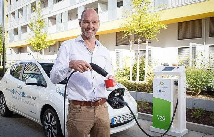 thomas raffeiner beim kaffee kochen aus dem elektroauto