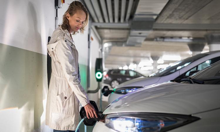 Elektromobilität in Gewerbeimmobilien – Jetzt GEIG-Anforderungen erfüllen und von Förderungen profitieren