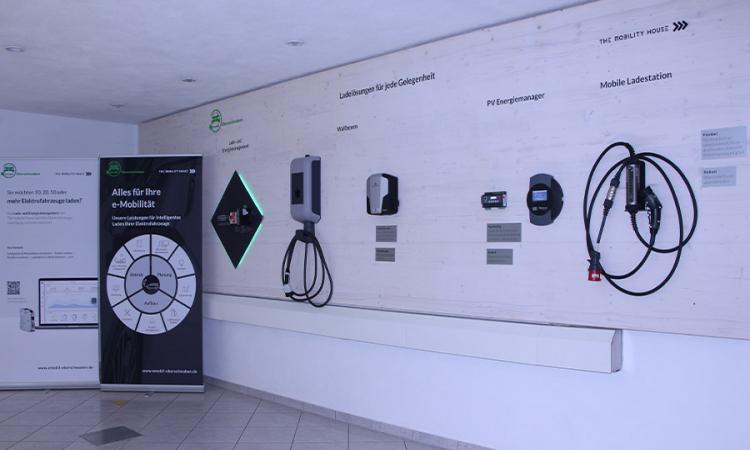 emobil Oberschwaben, Deutschlands erstes reines E-Autohaus, setzt auf The Mobility House als Partner für intelligente Ladelösungen