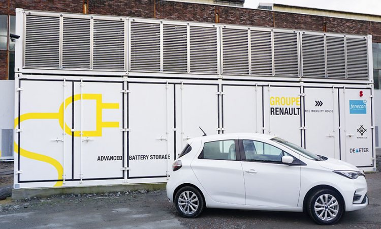Turnkey storage containers made from vehicle batteries provide large cost savings for industry and grid operators