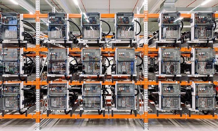 Das Stromnetz stabilisieren, die CO2-Bilanz verbessern, Gewinne erzielen: Was Fahrzeugbatterien in stationären Anwendungen alles leisten können