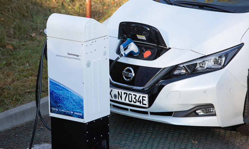 Mobile power stations on the way - with the use of electric car Nissan Leaf to stabilise the German electricity grid