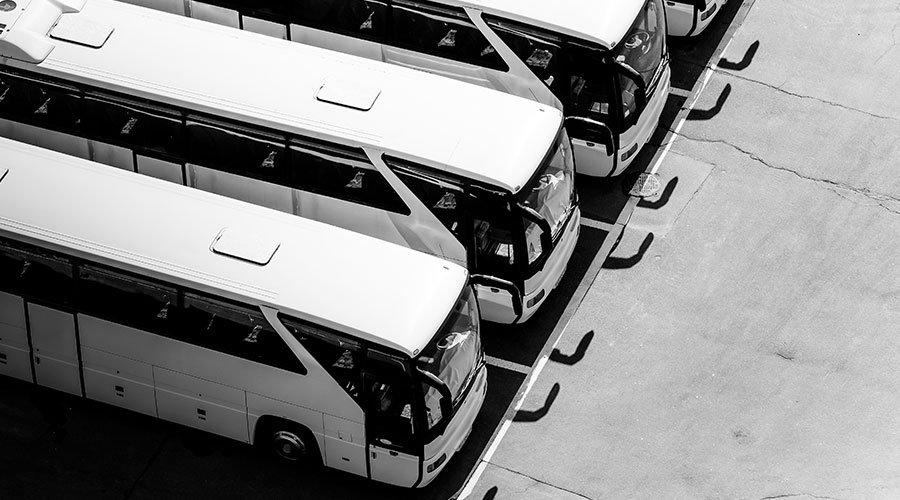 Elektrobusse effizient einbinden: PSI Transcom und The Mobility House realisieren VDV 463