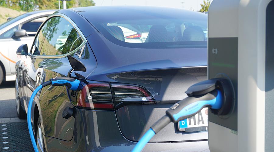 Neuer Masterplan der Bundesregierung: Mit intelligenter Ladeinfrastruktur für Elektroautos lässt sich maximale Förderung sichern
