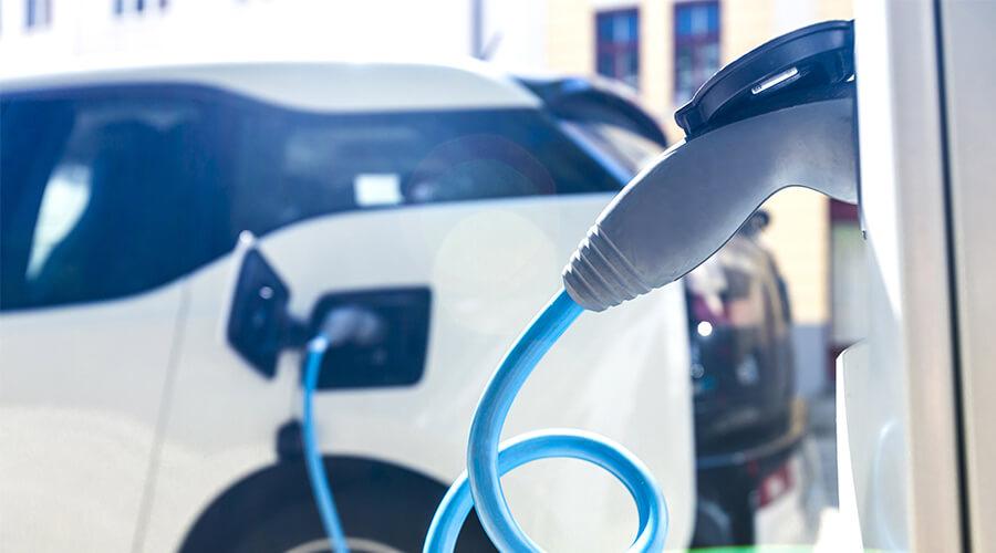 Förderung von Elektroautos: Was Käufer zum neuen Umweltbonus wissen müssen