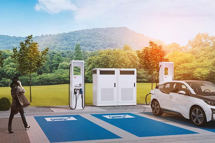 ABB Schnellladestation mit BMW Elektroauto