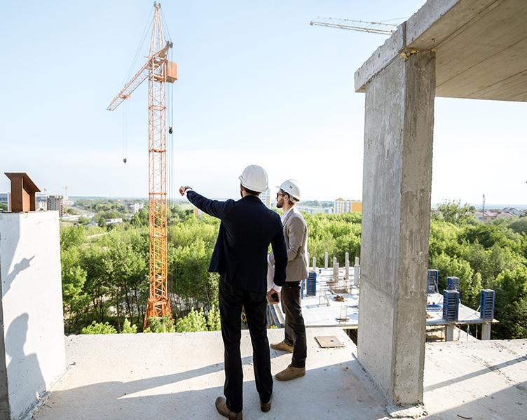 Zwei Architekten auf Baustelle